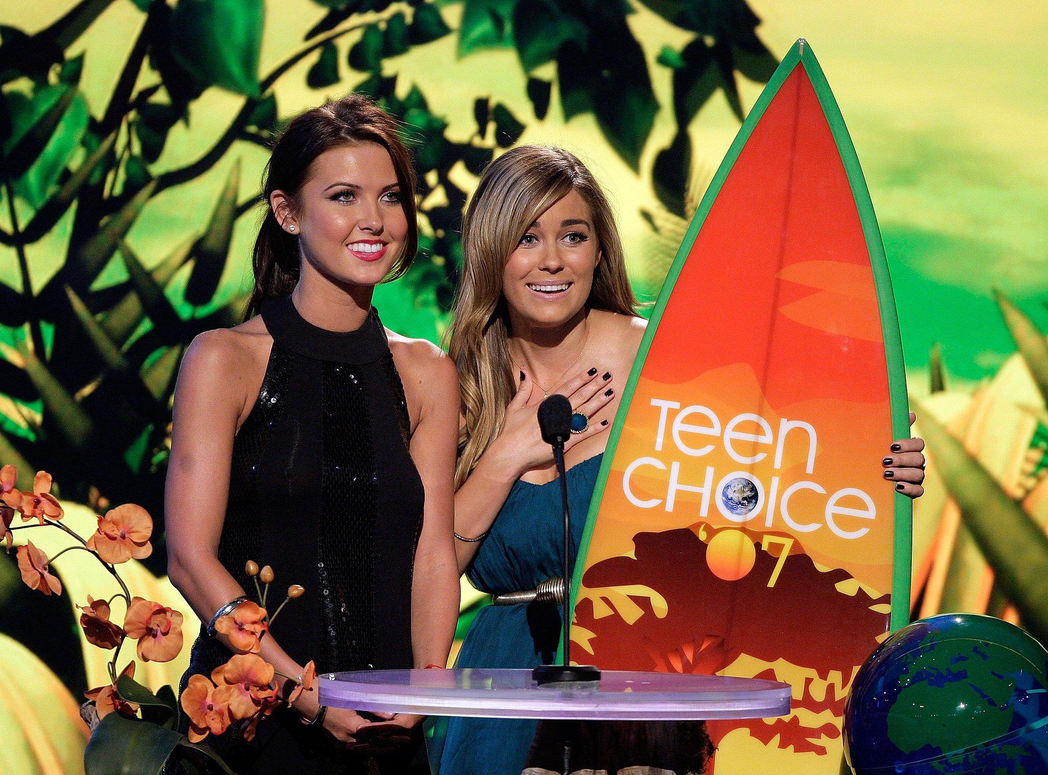 Audrina Patridge and Lauren Conrad took the stage at the 2007 Teen Choice Awards.