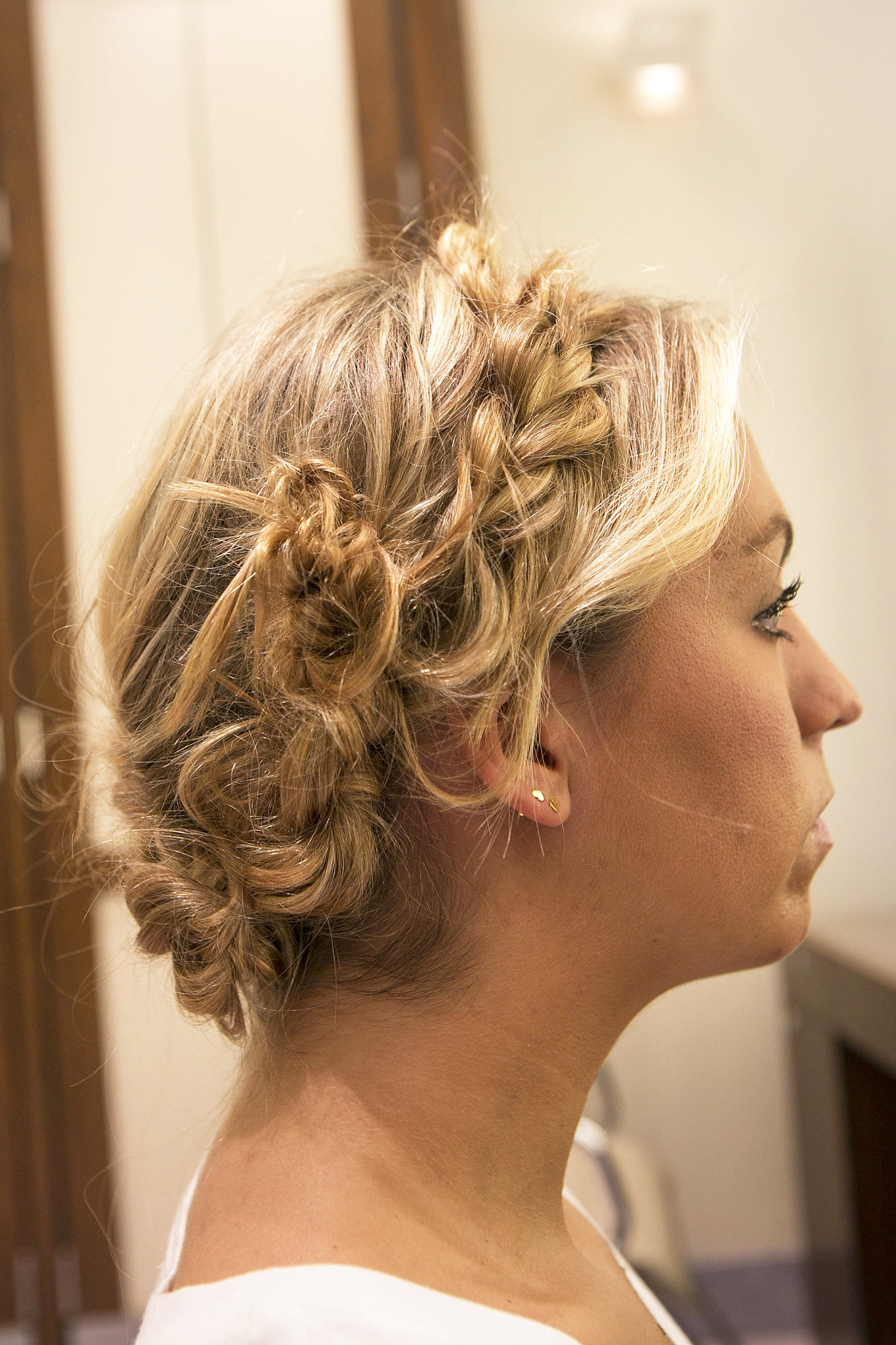 Connect it with the braid on the right side and pin.