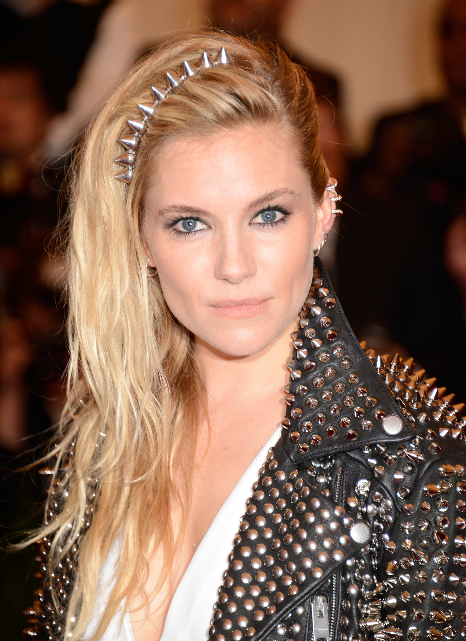 Sienna Miller pulled her tousled hair over to the right and secured the back with a few pins at the nape for the Met Gala. The headband was a nice touch that complemented her earrings.