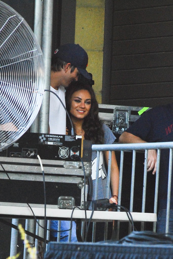 Ashton Kutcher and Mila Kunis watched a performance at the Taste of Chicago event yesterday.