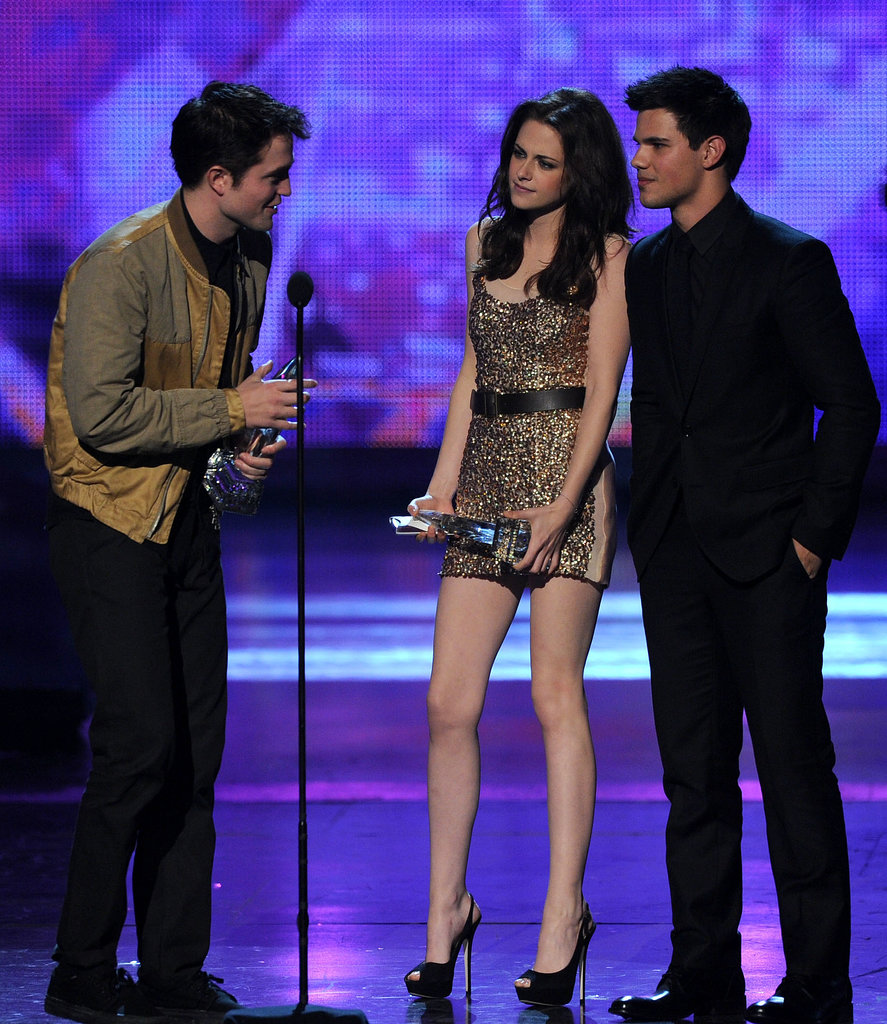 Vampire or not, Stewart sparkled in a dazzling Reem Acra minidress at the 2011 People's Choice Awards.