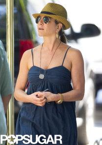 Jennifer-Aniston-beat-NYC-heat-July-16-fedora