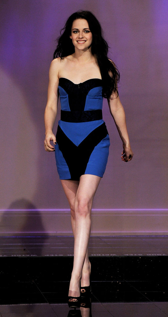 Stewart stunned on The Tonight Show in November 2011, wearing a black and cobalt blue colorblock mini from Monique Lhuillier's Spring 2012 collection.