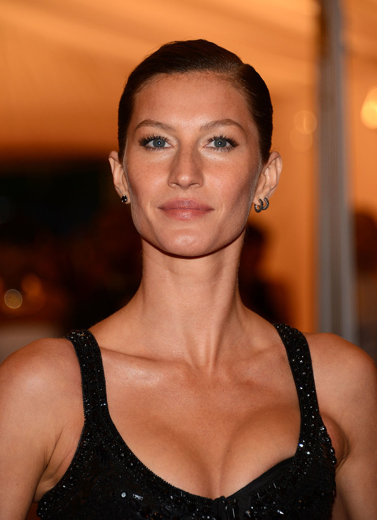 At the Met Gala this last year, Gisele let her stunning features take center stage with a tight updo and a simple lip color.