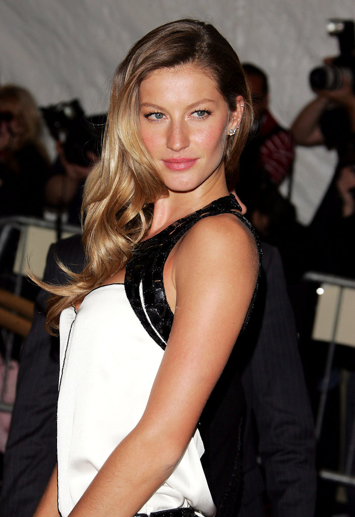 A deep part and pink lips gave Gisele a sophisticated look at the 2007 Met Gala.