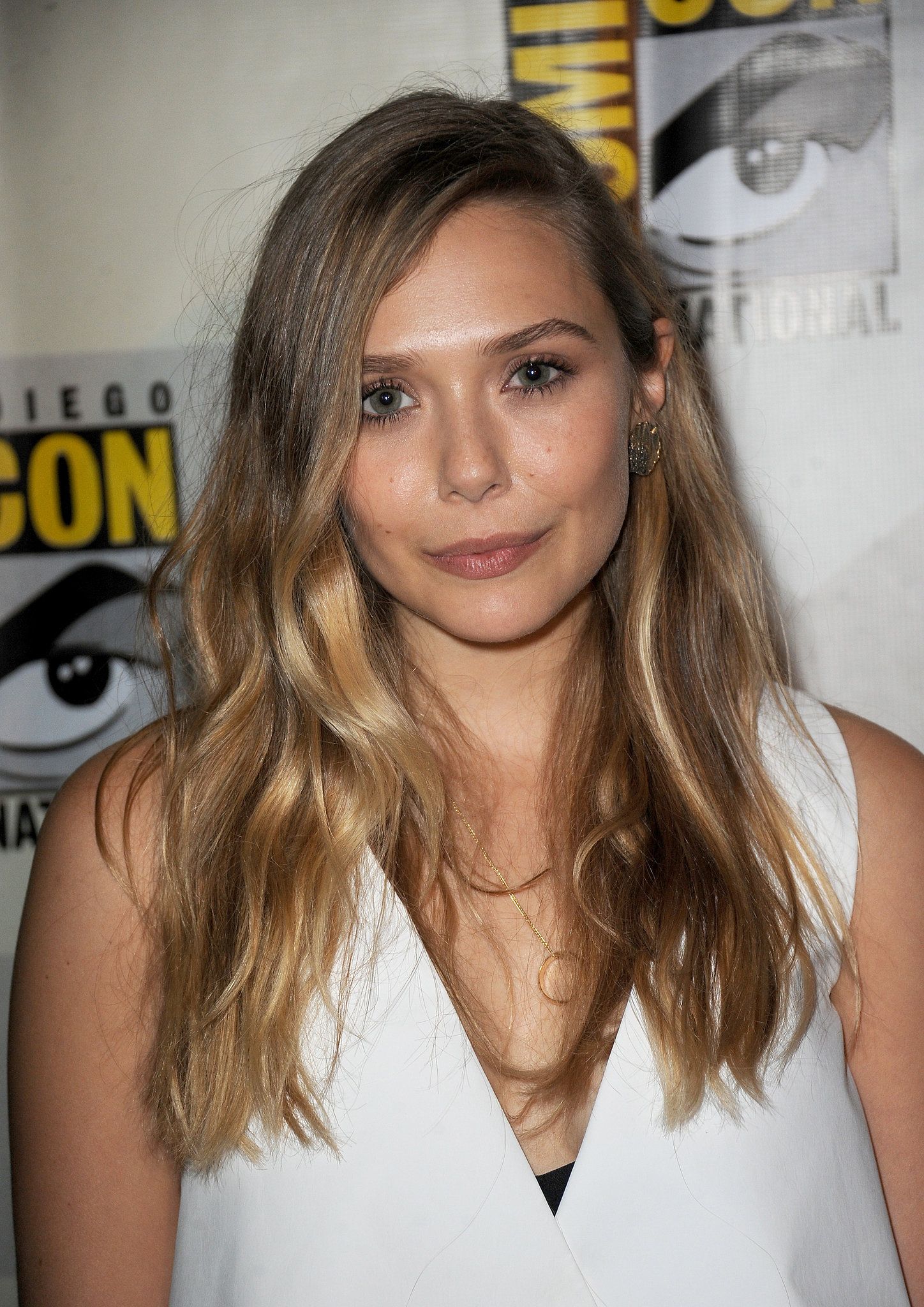 Elizabeth Olsen chose bold brows, nude lips, and cool-girl bedhead waves.
