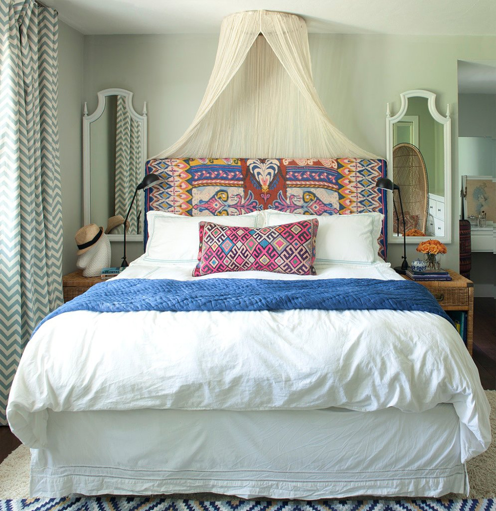 10 Ideas For Decorating Over The Bed