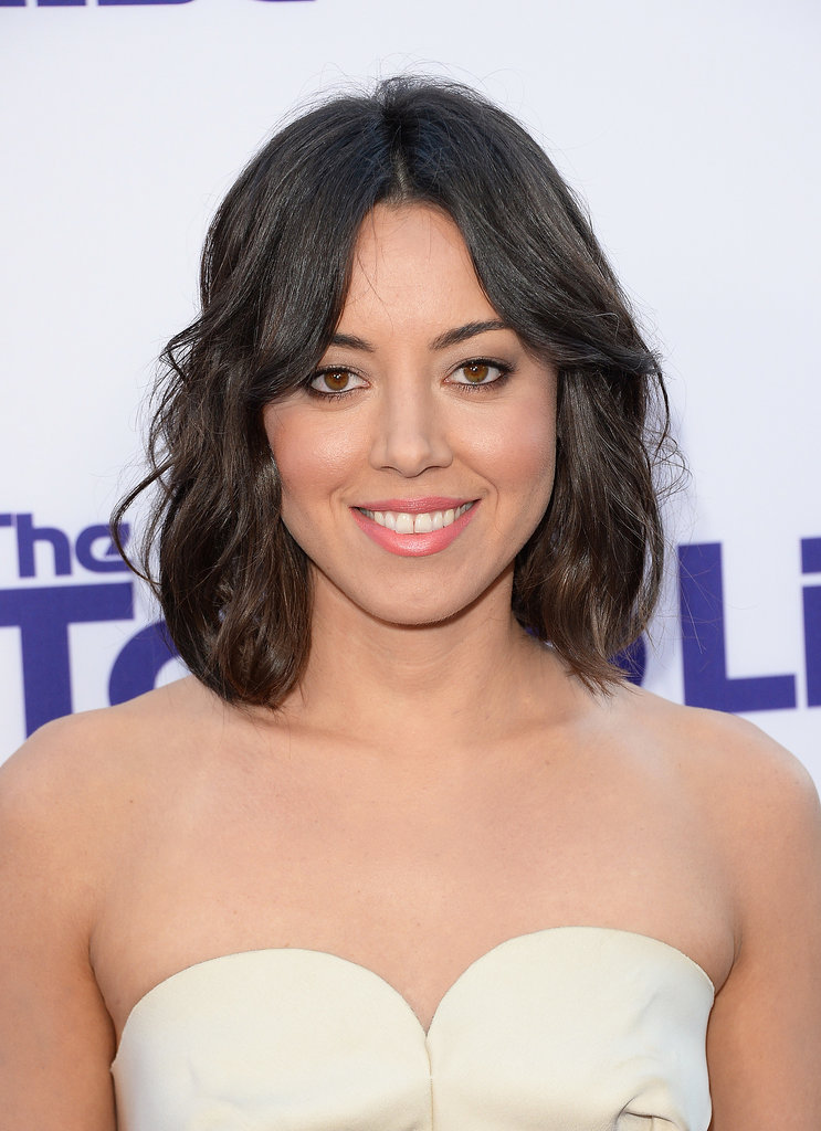 Aubrey Plaza stepped onto the purple carpet for the premiere of her latest film, The To Do List. The leading lady wore her lob with tousled waves and a coral hue on her lips and cheeks.
