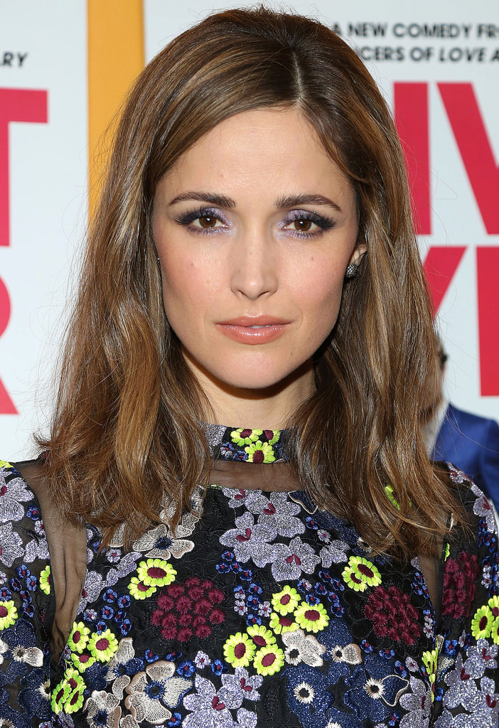 Rose Byrne stepped out in a flowery dress for the I Give It a Year premiere. Instead of going for a colourful lip, Rose stuck with the shades in her dress by wearing a shimmering lavender eye shadow on her lids.
