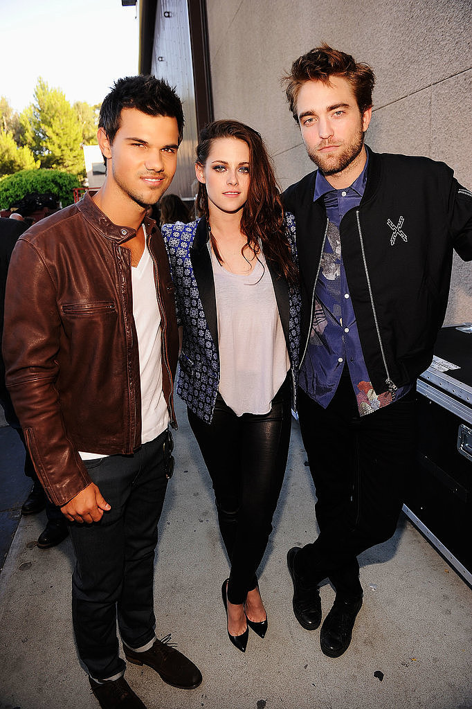 Taylor Lautner, Kristen Stewart and Robert Pattinson hung out backstage in 2012.