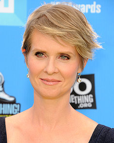 Cynthia-Nixon-wispy-blond-pixie-shows-off-her-pretty-blue-eyes