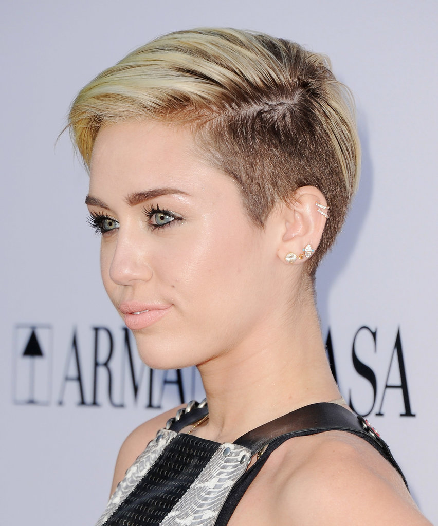 From the left side you can see the high contrast between Miley's natural brunette shade and her blond highlights.