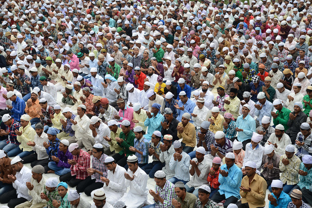 Indian Muslims prayed as part of the Eid al-Fitr celebrations to mark the end of Ramadan.