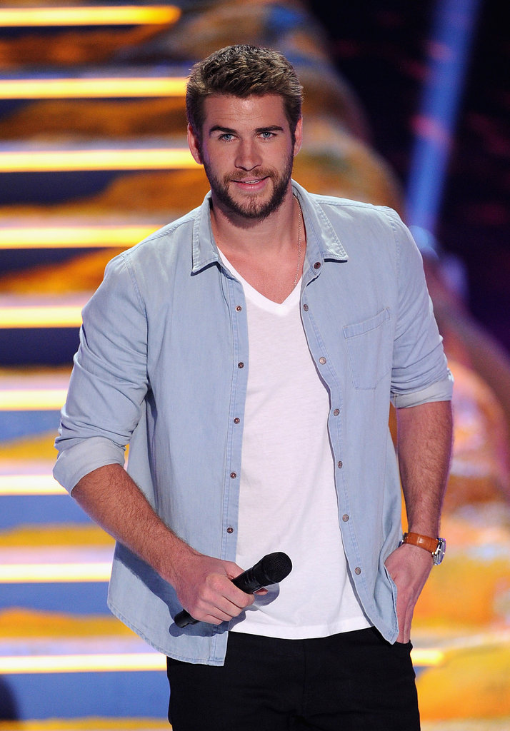 Liam Hemsworth took the mic at the Teen Choice Awards ...