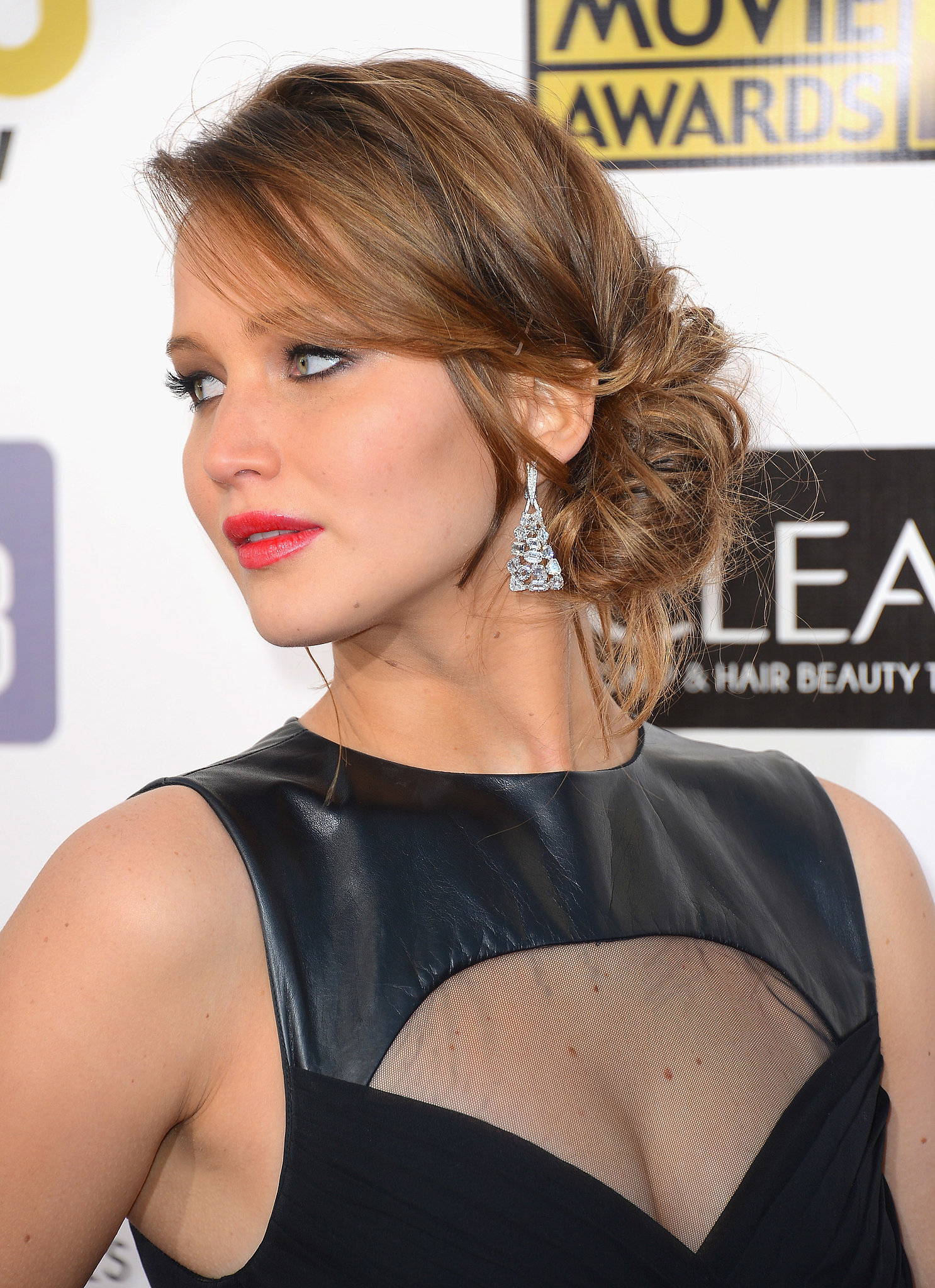The basic chignon is not original enough for jennifer - Chignon original ...