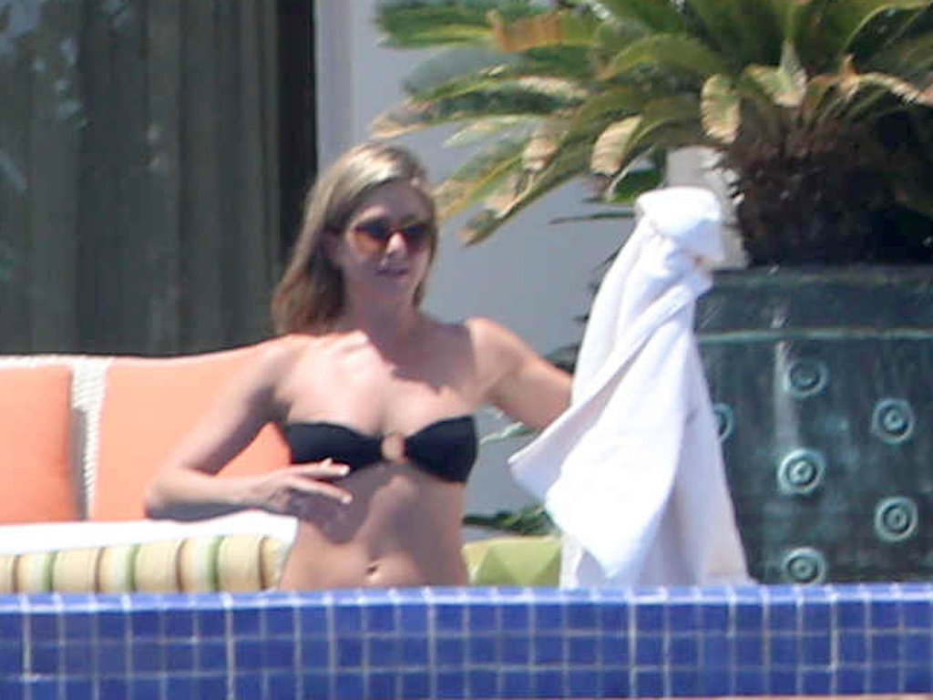 Jennifer Aniston switched to a black bikini.