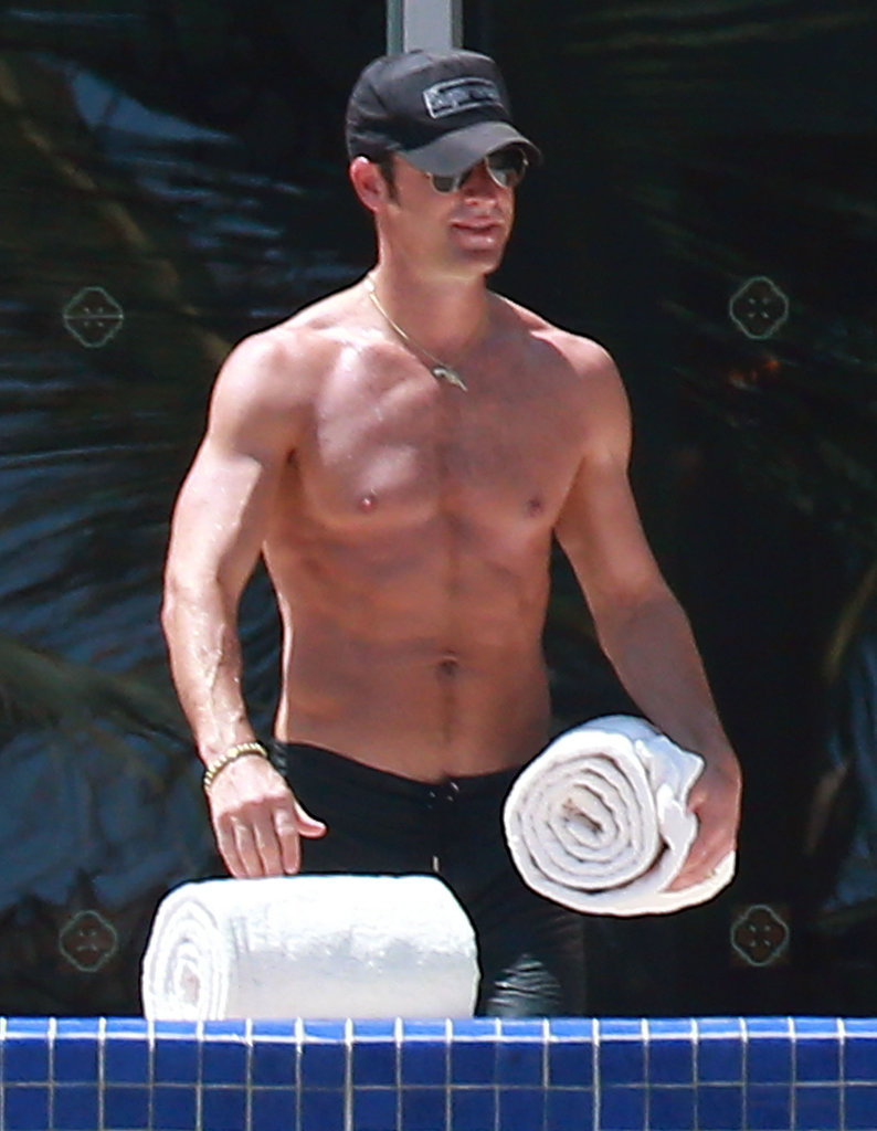 Shirtless Justin Theroux showed off his buff physique.