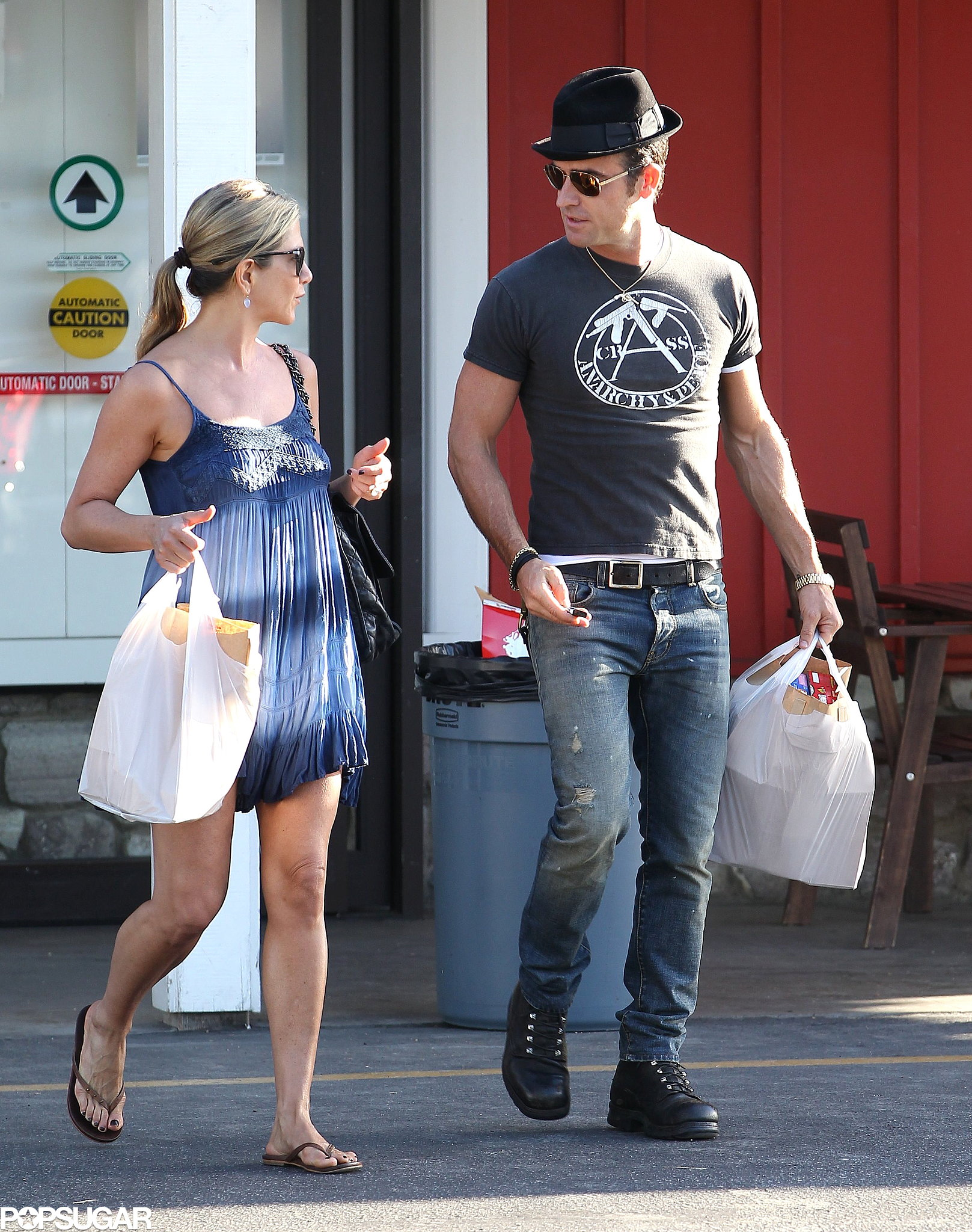 Jennifer and Justin Beat the Heat With a Shopping Stop