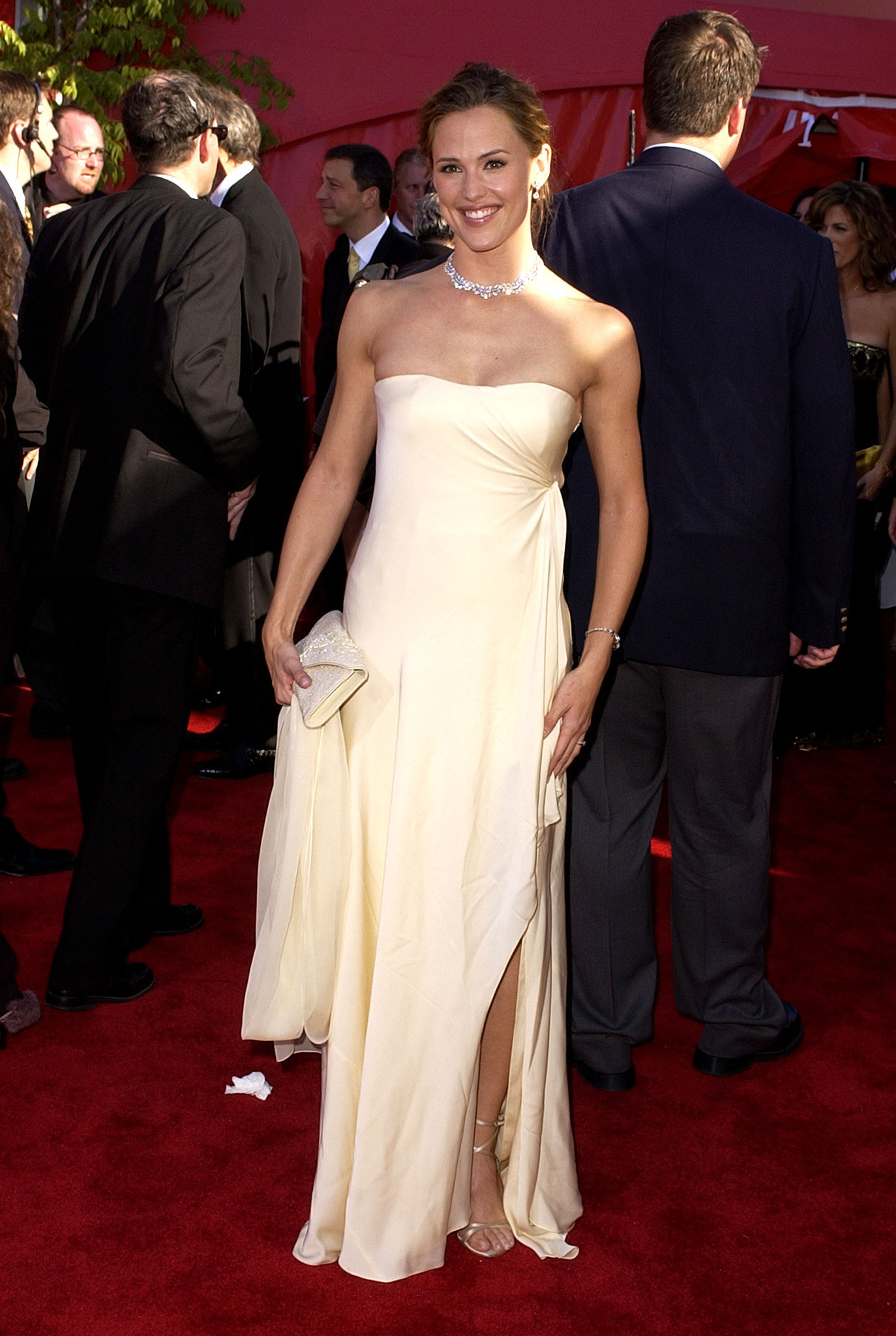 Jennifer Garner looked lovely in ivory at the 2002 award show.
