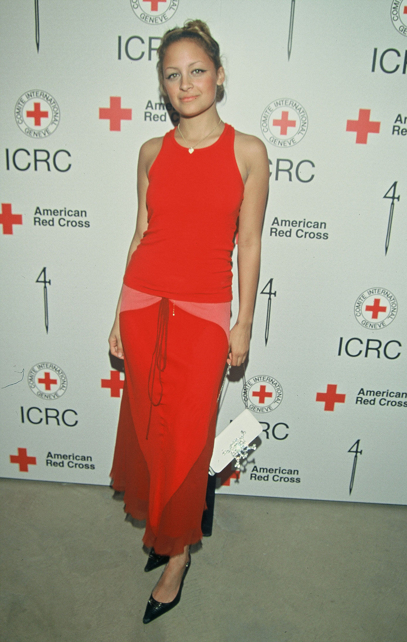 She attended a benefit party in LA in her then-signature brand of brights in March 2002.