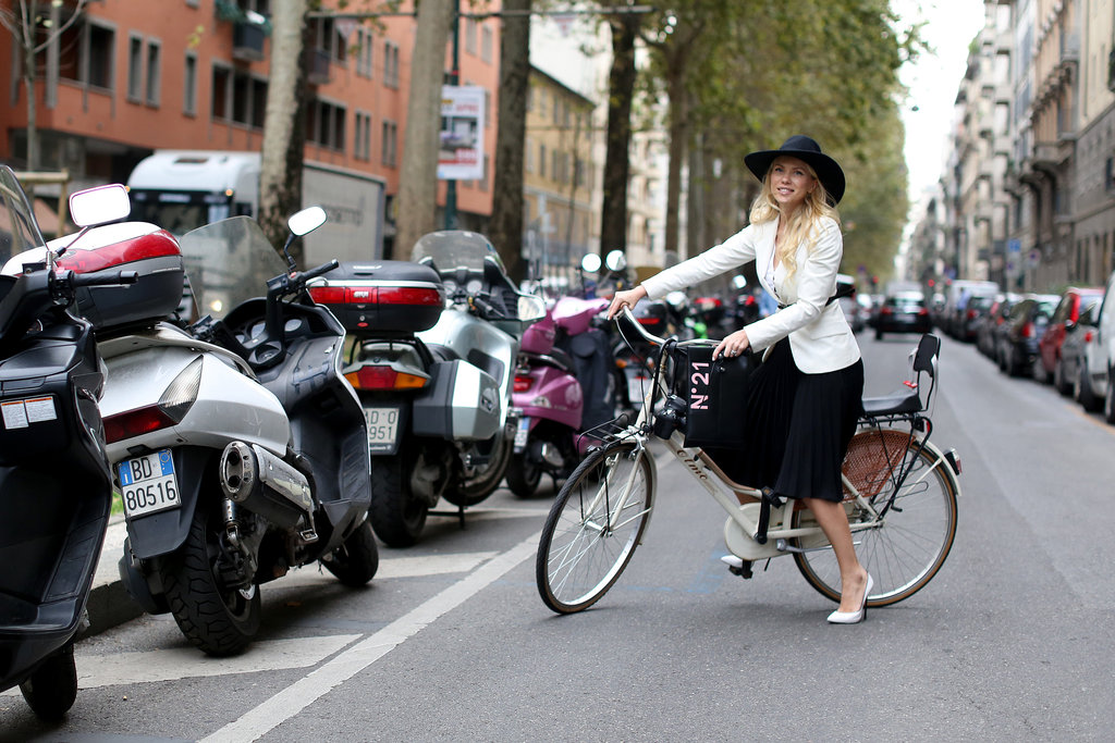 She may not be able to bike in those heels, but she scored points with an impossibly chic look.