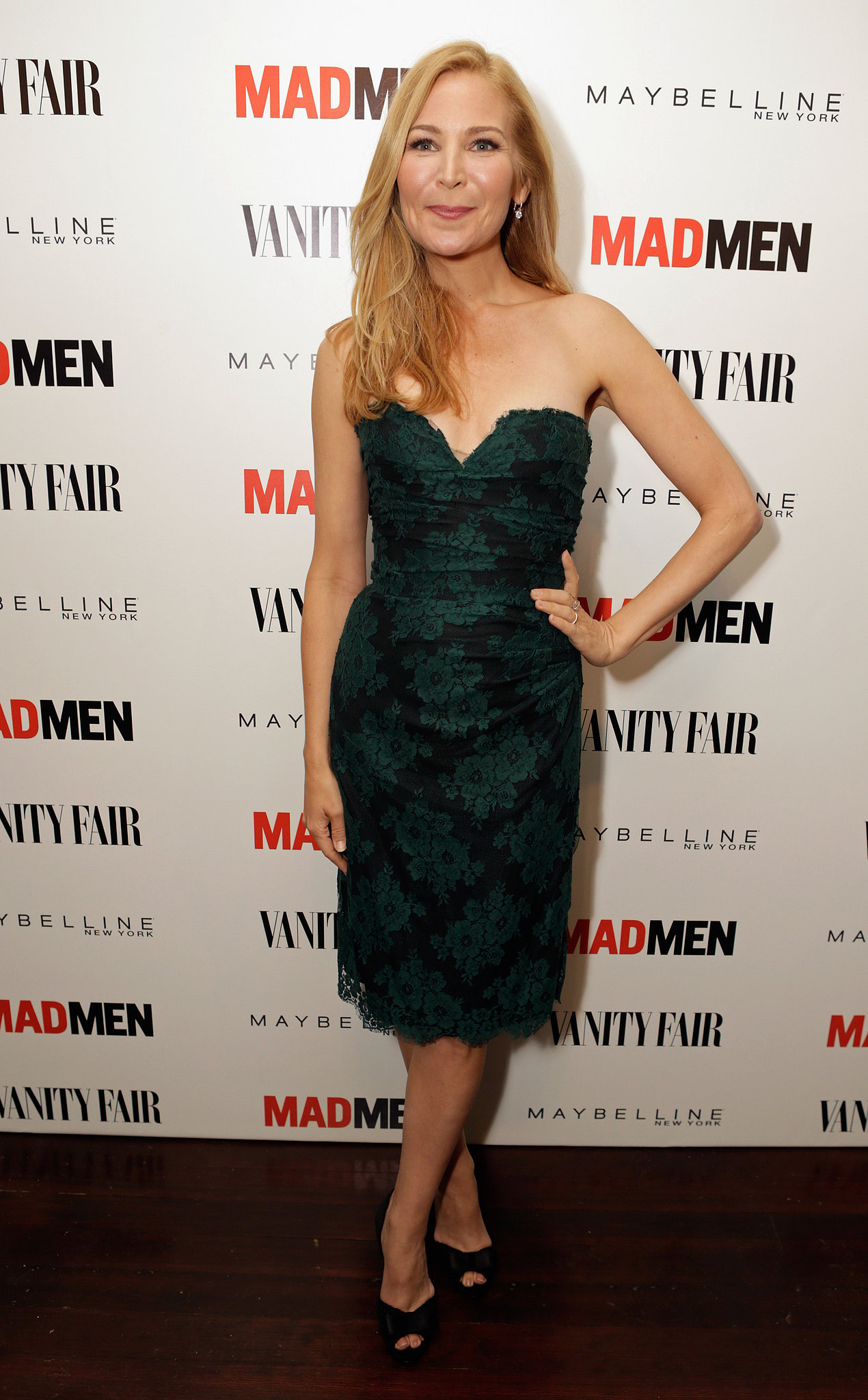 Jennifer Westfeldt chose a green strapless dress with a sweetheart neckline for the Vanity Fair and Maybelline pre-Emmys party in honor of Mad Men.