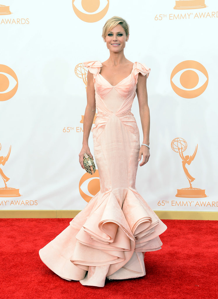 The silhouette of Julie Bowen's pale pink Zac Posen gown was absolutely breathtaking. To carry her necessities, the actress chose a Marchesa clutch.