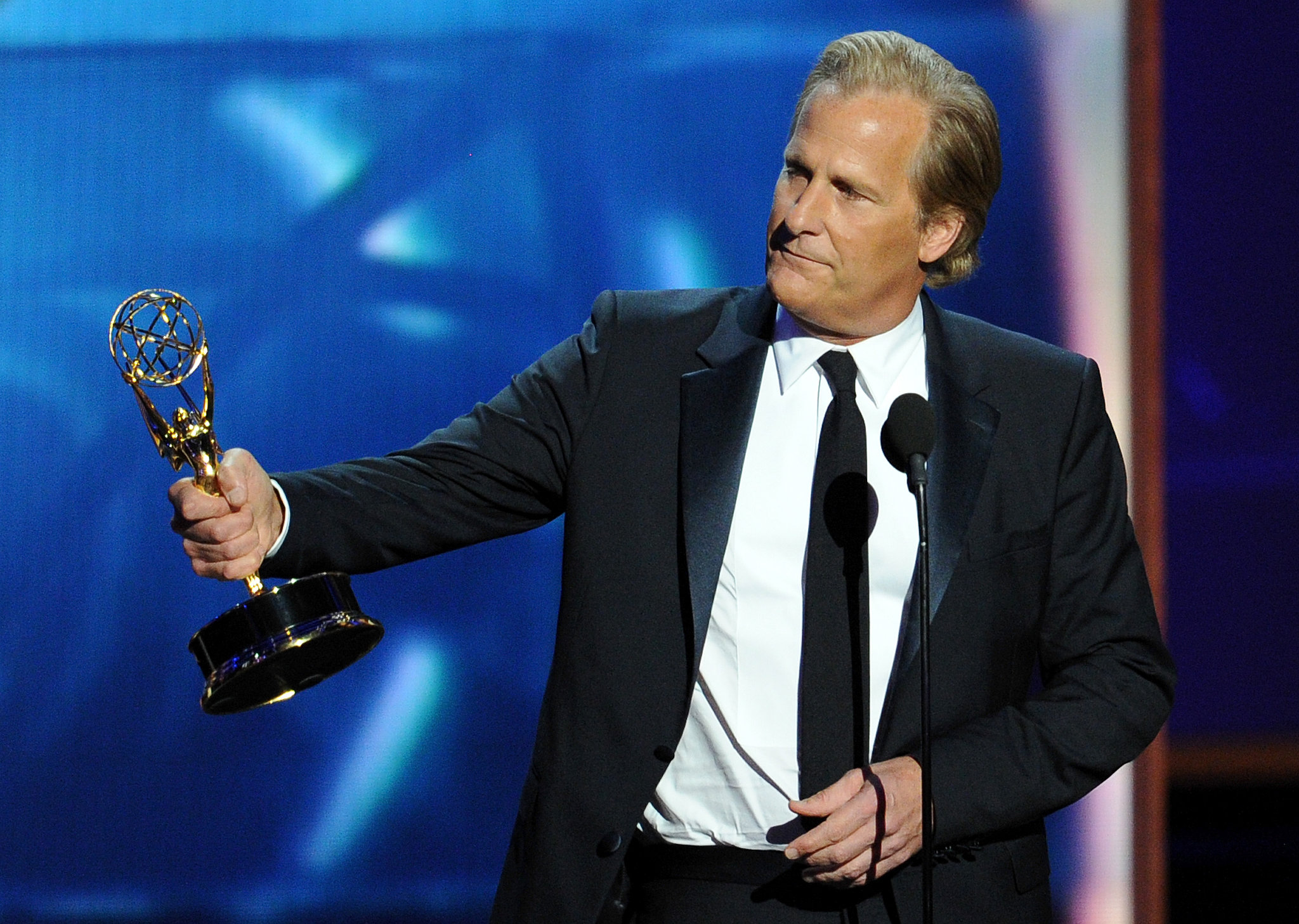 Jeff Daniels accepted the award for best leading actor in a drama.
