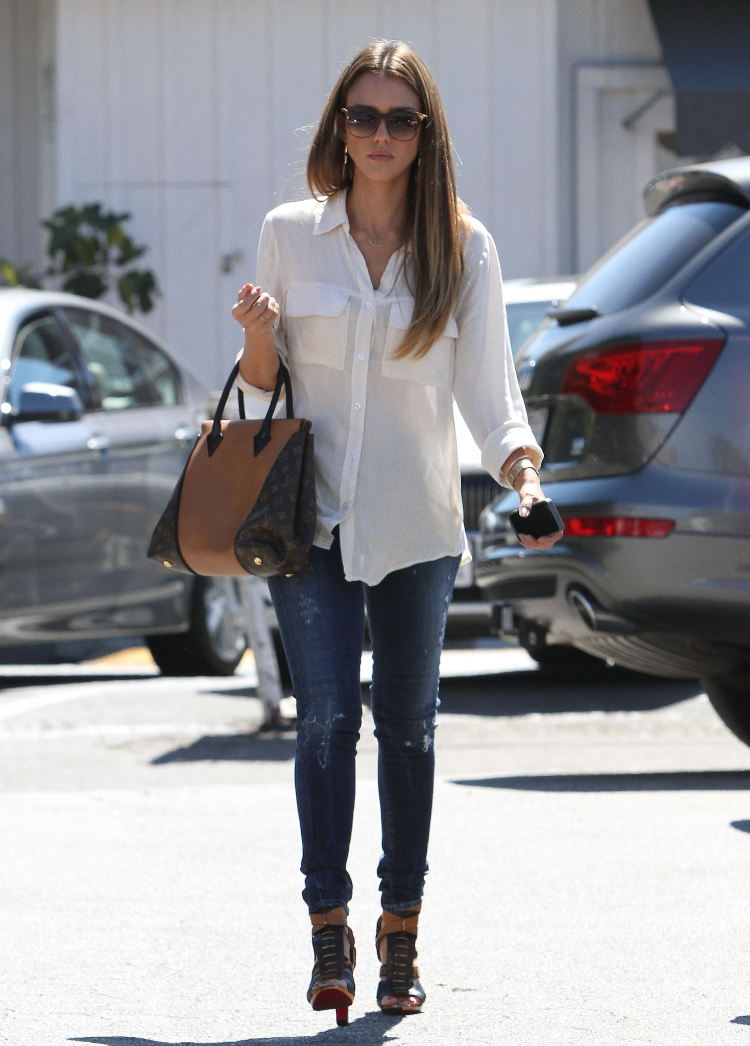 Jessica Alba Kept It Classic In A White Bella Dahl Blouse