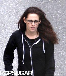 Kristen-Stewart-kept-casual-glasses-hoodie