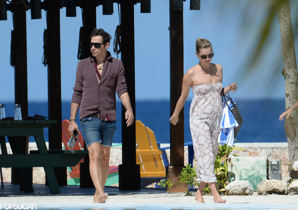 Jamie Hince and Kate Moss walked on the beach in Jamaica.