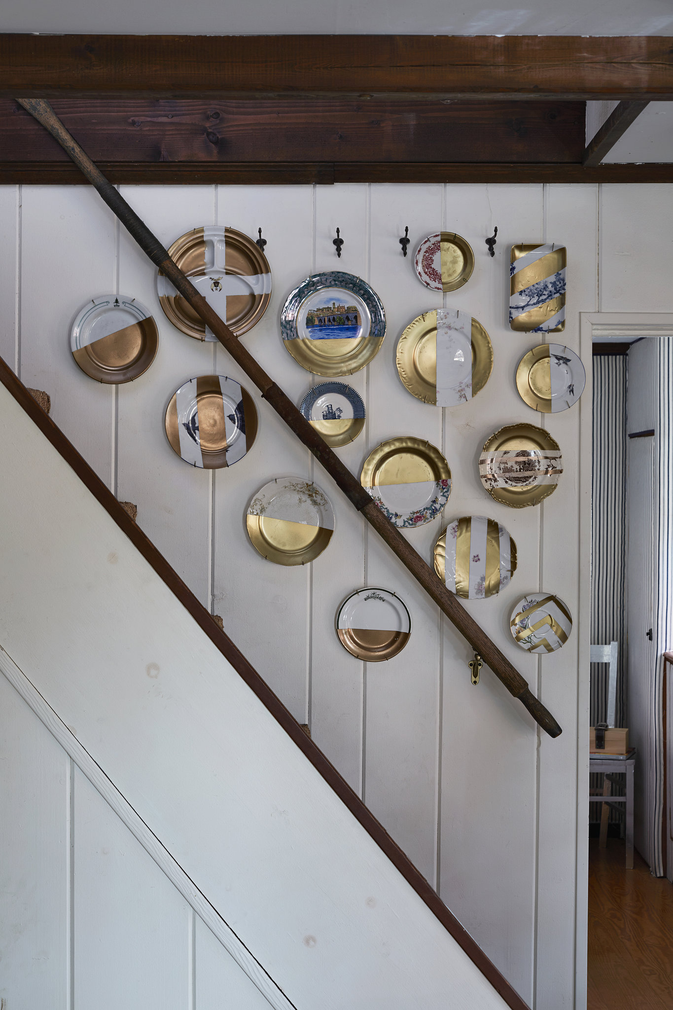 PS: Tell me about the plates hanging in the stairwell. DS: These are all Goodwill plates that I stuck tape all over and spray-painted with gold paint. It's the world's easiest upcycling project, and the results are pretty fab. Photo by Armando Rafael Photography