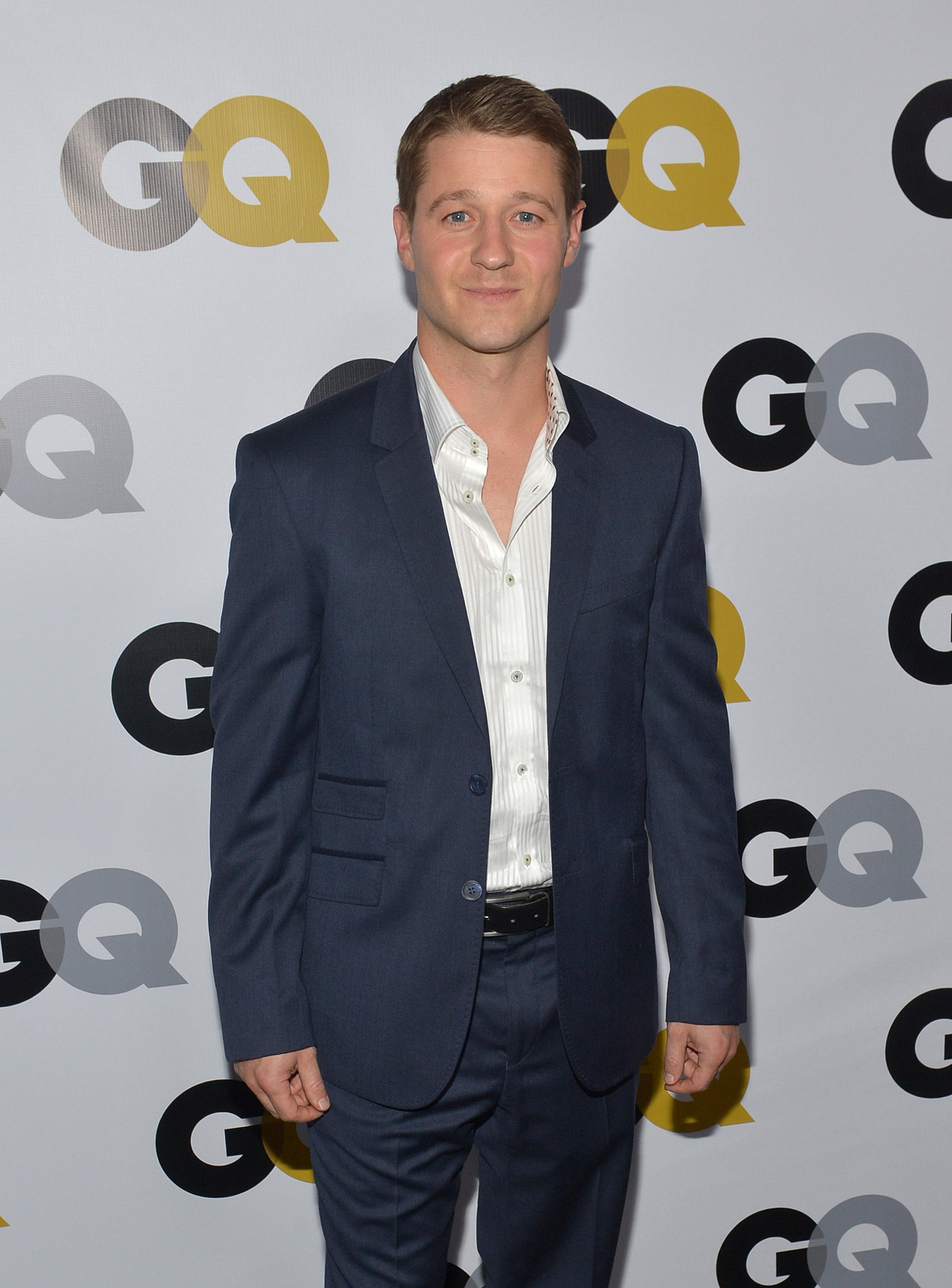 Ben McKenzie hit the red carpet in a dark blue suit.