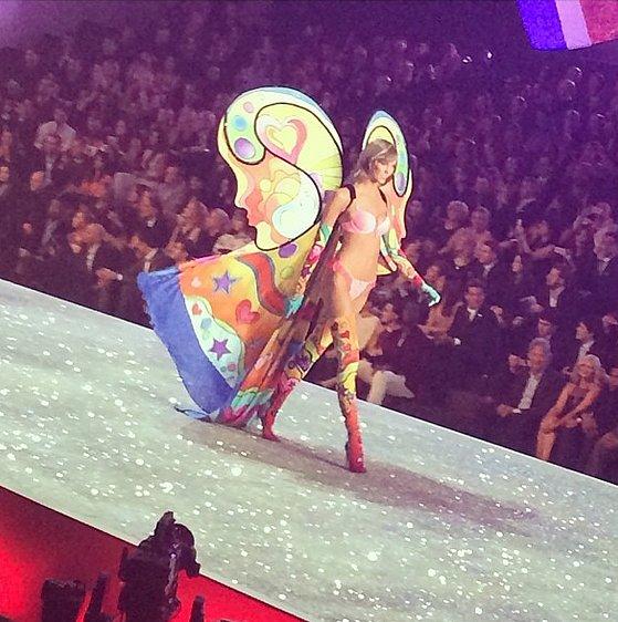 Karlie Kloss demonstrated the butterfly effect. Source: Instagram user elanafishman