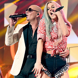 Kesha and Pitbull Performance at American Music Awards 2013