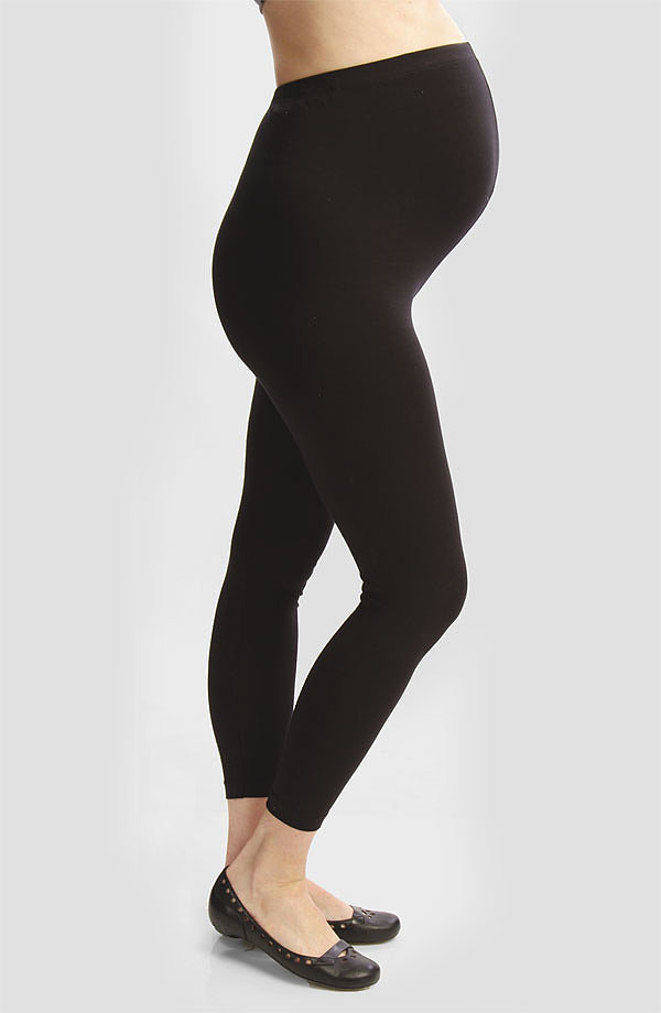 10 Best Maternity Leggings In For many expectant mothers, finding comfortable clothes to wear each day can start to be a challenge as their bump starts to grow and their favorite clothes no longer fit.
