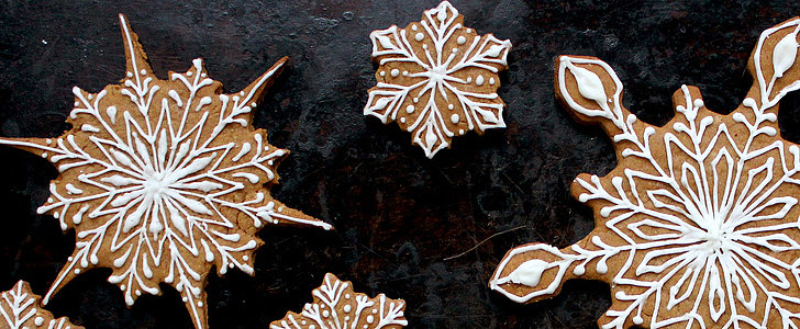 How to Decorate Delicate Snowflake Cookies