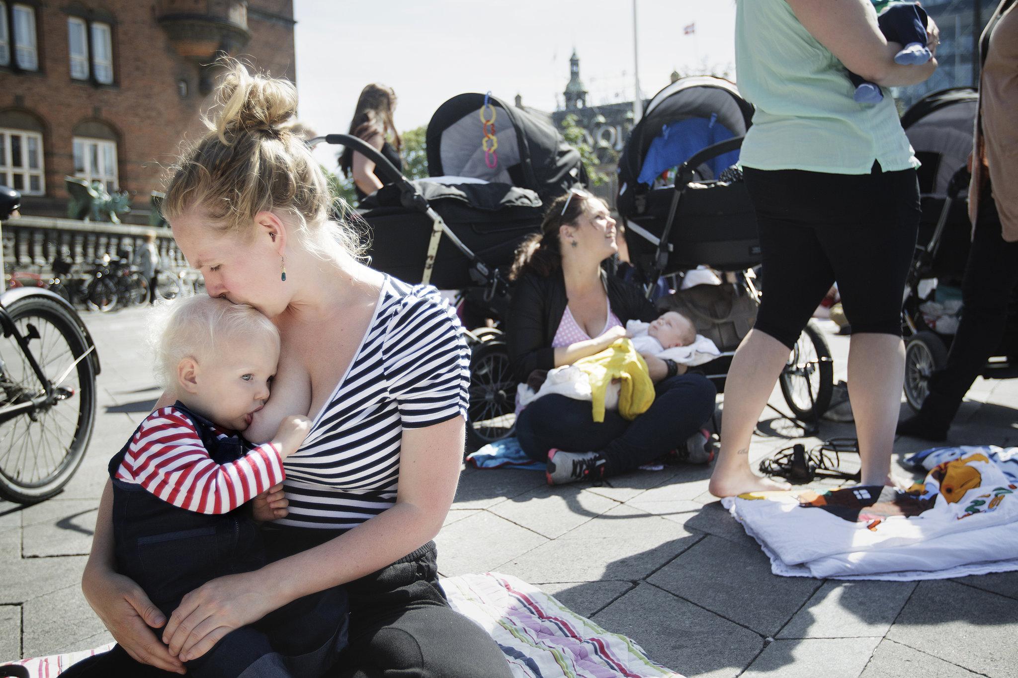 Фото молодых мам на улице 21 фотография