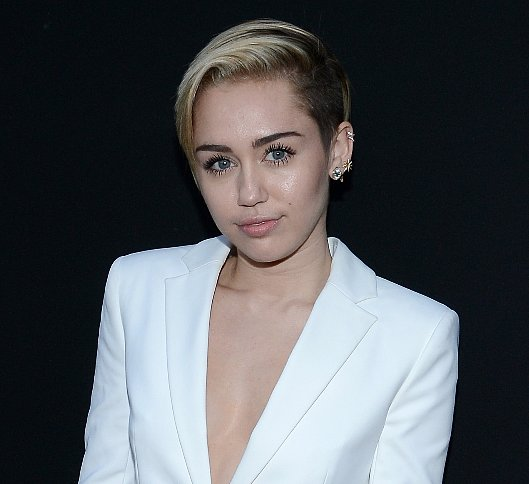 Celebrity News For Dec. 19, 2013   Late Edition