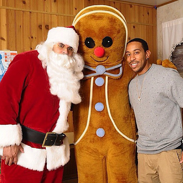 Ludacris had fun with a giant gingerbread man and Santa Claus! Source: Instagram user itsludacris