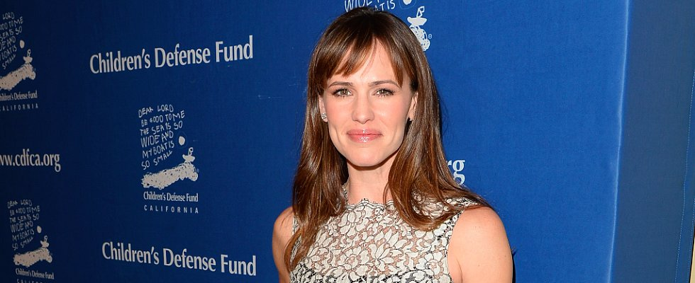 Jennifer Garner Only Needs 3 Products For a Night Out
