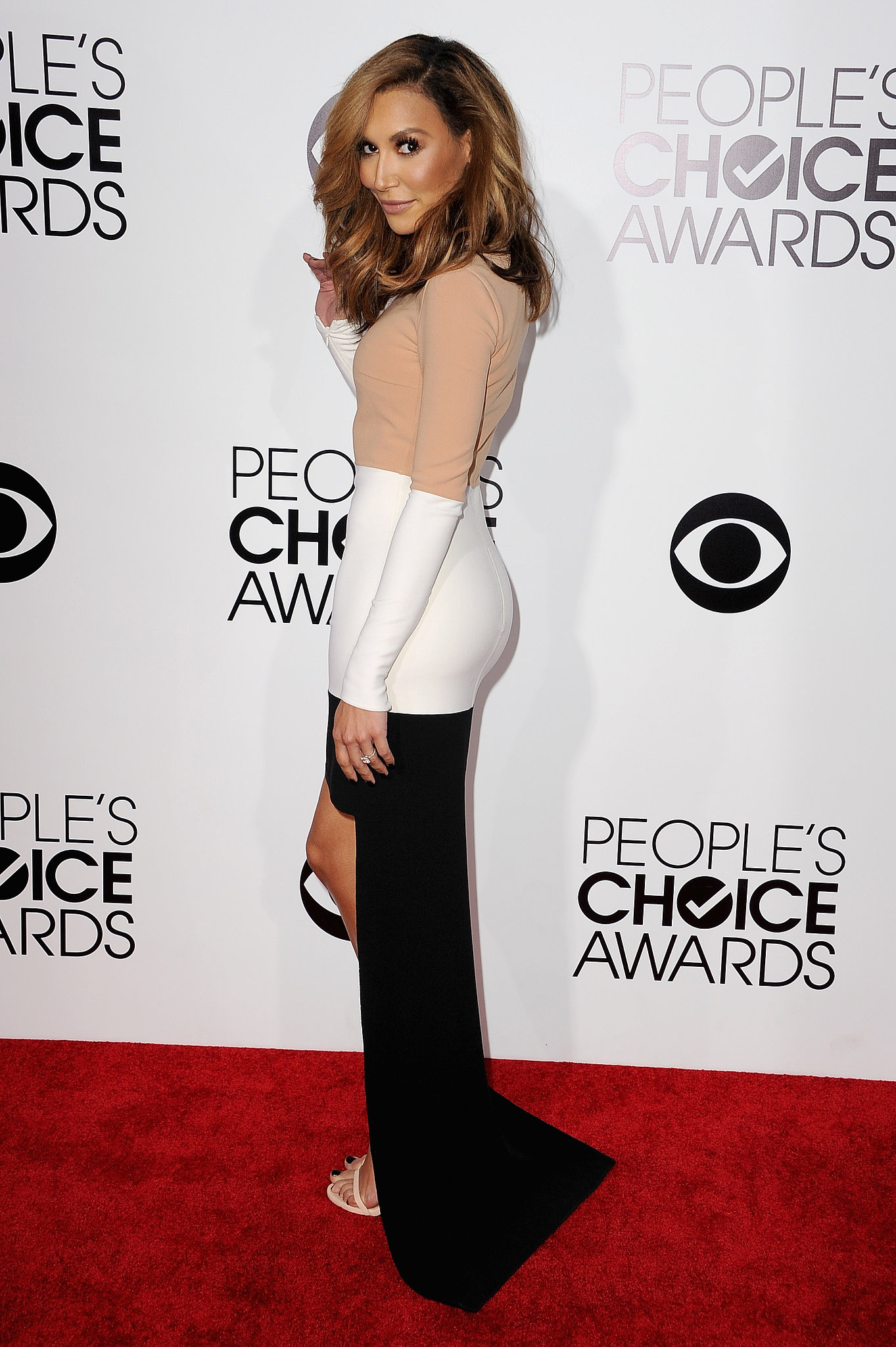 Naya Rivera debuted a new, lighter hair shade on the People's Choice Awards red carpet.