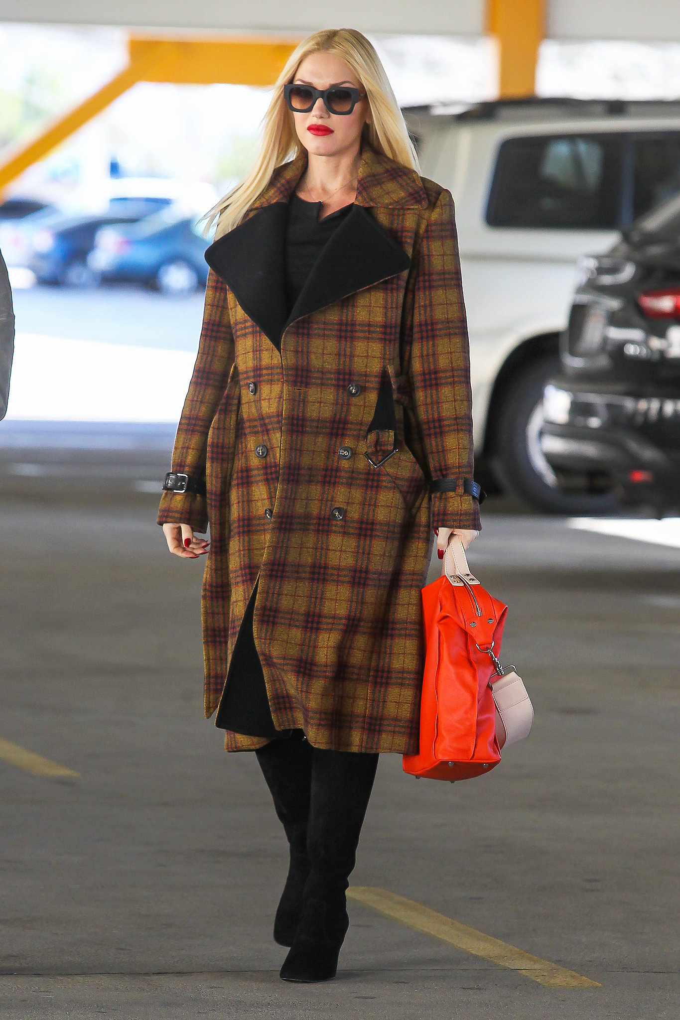Her coterie of coats make it obvious: Gwen loves plaid! For a look that was all business, she covered up with a double-breasted L.A.M.B. number in autumnal shades.