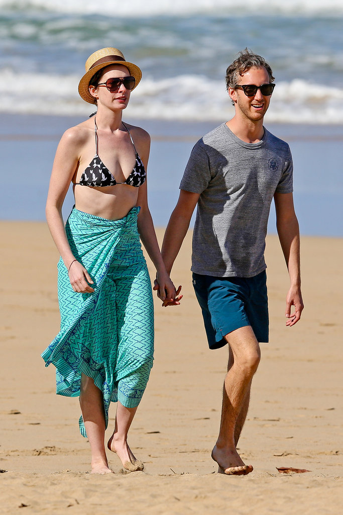 Anne Hathaway covered up with a hat and sarong in Hawaii with her husband Adam Shulman in January 2014.