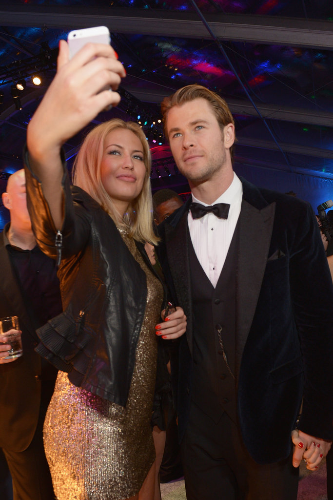 Chris Hemsworth was game for a fan selfie at NBC's Globes afterparty.