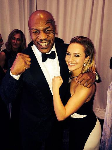 Hayden Panettiere flexed alongside Mike Tyson at the show. Source: Twitter user MikeTyson