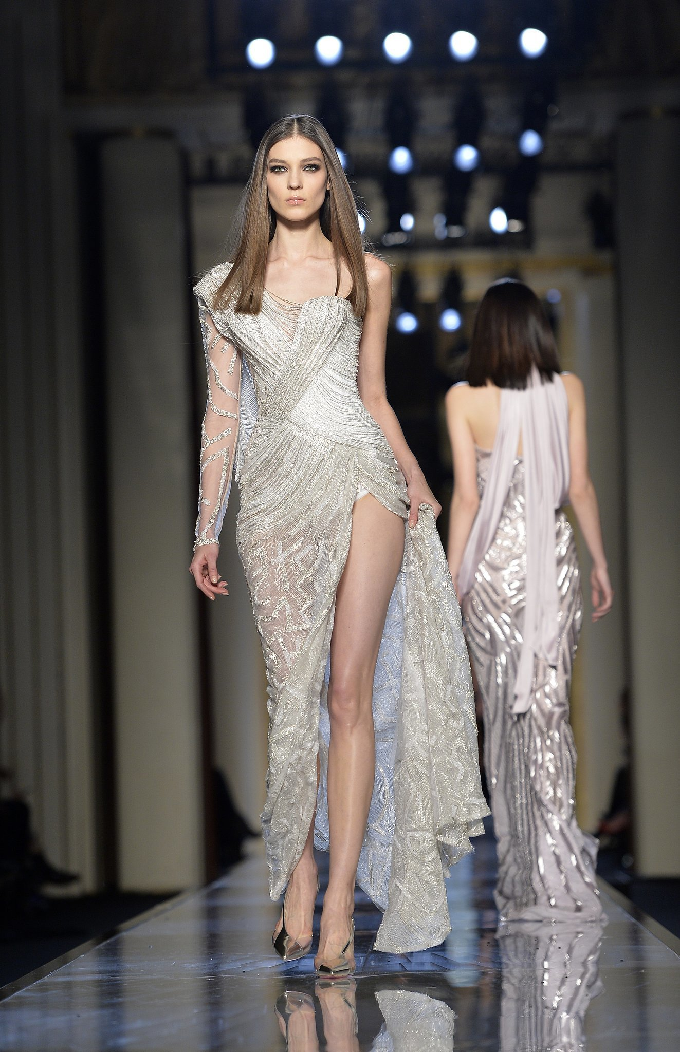 Atelier versace haute couture spring 2014 donatella has for Haute couture atelier