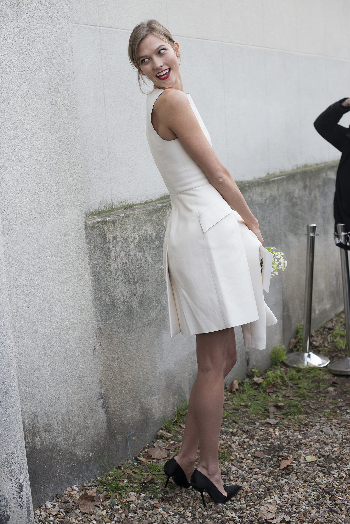 Karlie Kloss offset the LWD with black pumps.