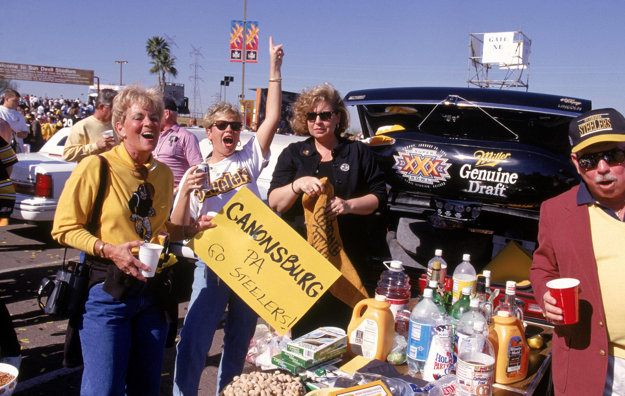 Fans enjoyed a warm Arizona tailgate in 1996.