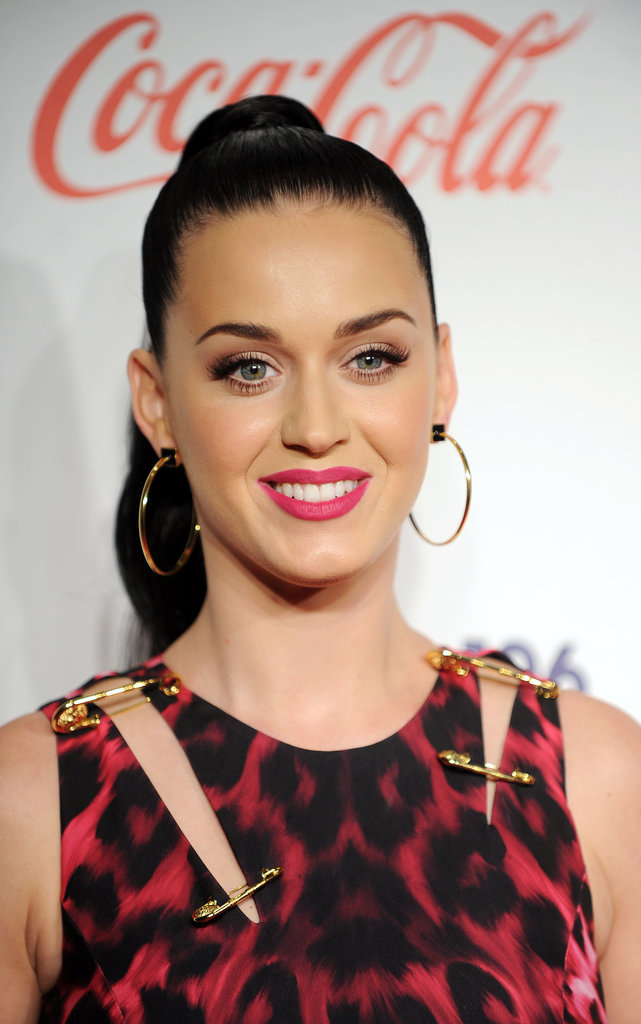 Katy Perry attended the London Jingle Ball with a high ponytail that flowed down her back. The slicked-back look made plenty of room for her pink lip to stand out.